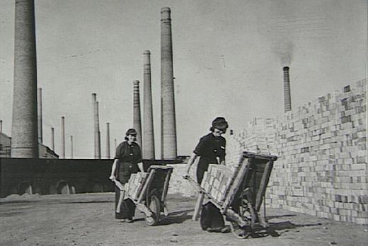 Women workers at the London Brick Company