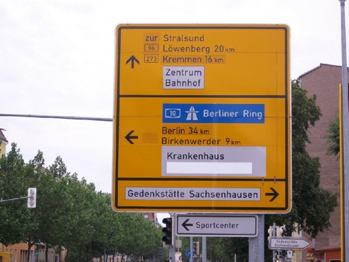 The town of Oranienburg, a suburb of Berlin. The guideboard shows the direction to the former death mill — Sachsenhausen СС (concentration camp).
