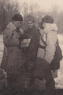 A. Gruzdev is in the center, 1943.